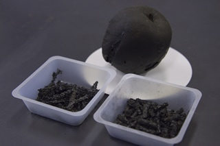 Apple charcoal and Hiba charcoal provided by the Aomori Prefectural Industrial Technology Research Center. A large number of samples have been collected in the laboratory.
