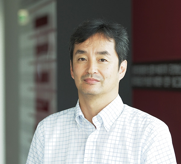 Dr. Ryuji Uchida (Professor Laboratory for the Chemistry of Naturally-Occurring Substances Tohoku Medical and Pharmaceutical University)