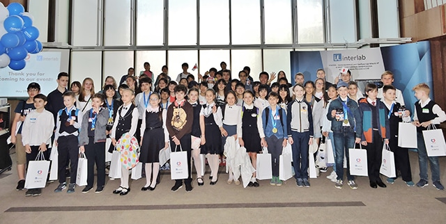 Group photo of all the Japanese and Russian students