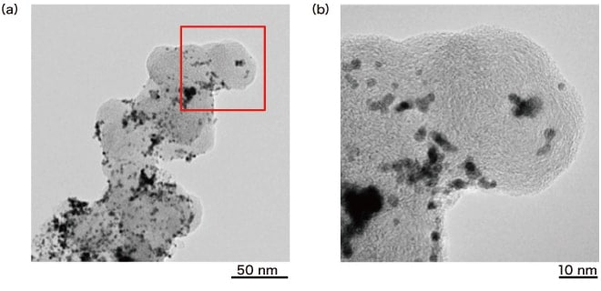 Fig. 4 Example of a high-resolution observation of a fuel-cell electrode catalyst Instrument: HT7830 Sample: Pt/C catalyst Accelerating voltage: 120 kV Magnification: (a) ×100,000, (b) ×400,000